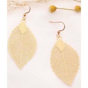 Jewelry - ⭐3/$30 | Gold Leaf Drop Earrings